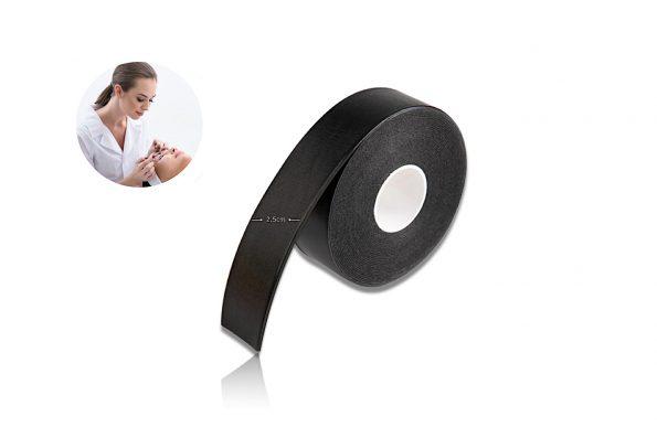 Eine Rolle Black Tape zum Abkleben der Wimpern