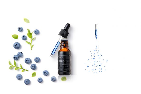 Eine Flasche Midnight Blue Youth Activating Dropss mit Pipette